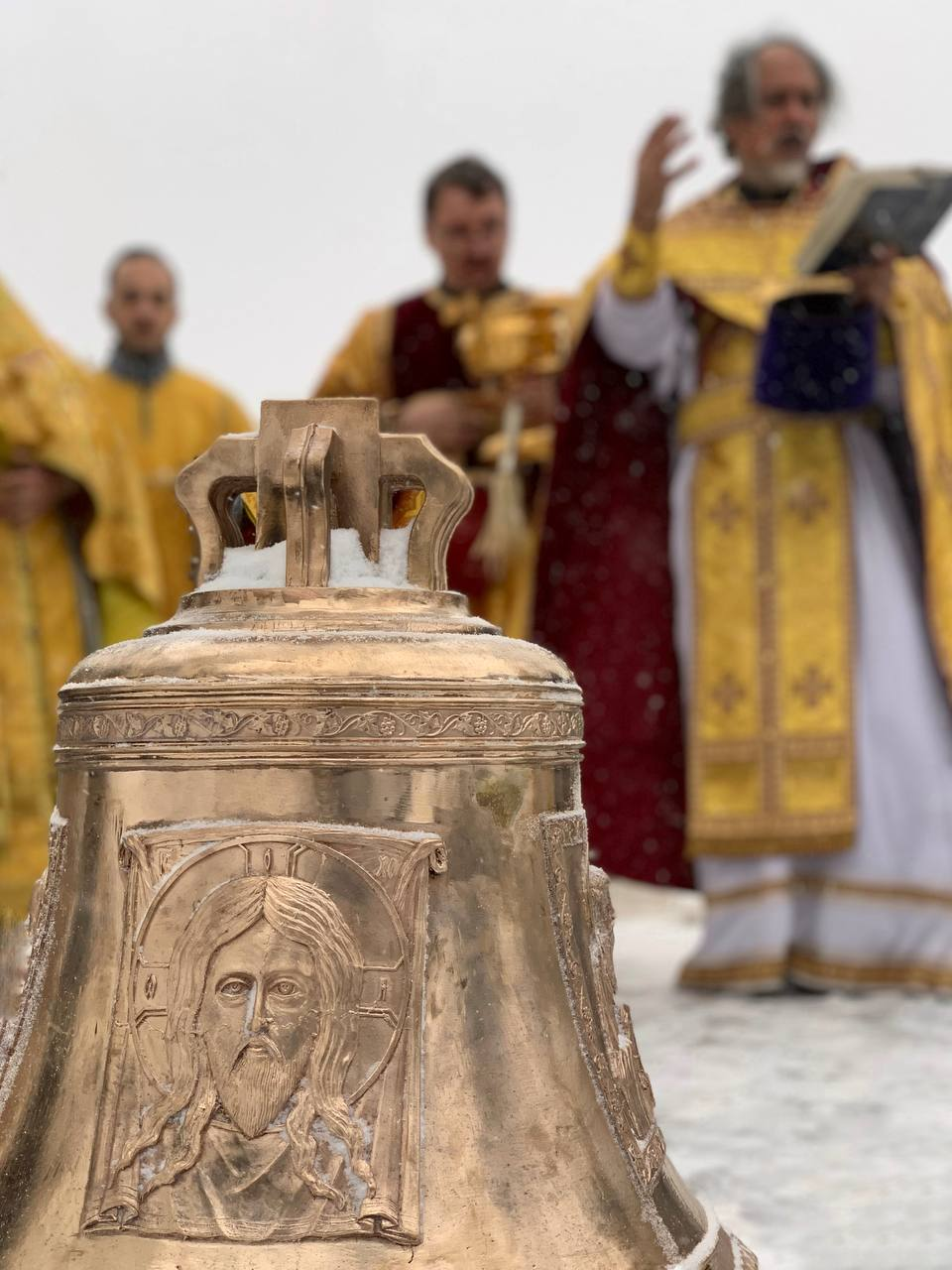 Освящение и подъем новых колоколов