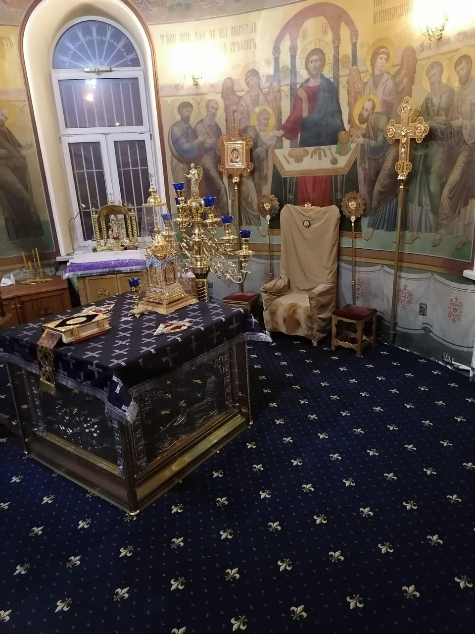 Обновление коврового покрытия в алтарях